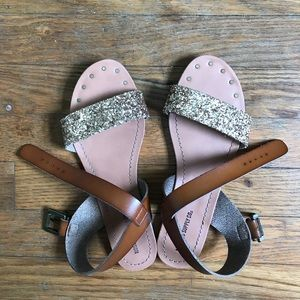 Size 7 gold sparkle sandal mossimo supply co